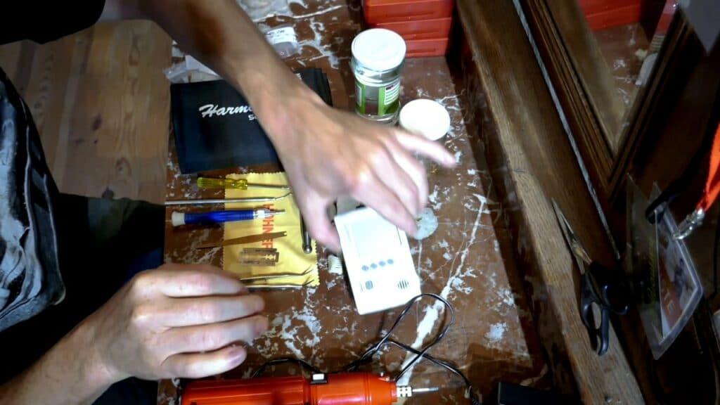 Read more about the article Quel matériel pour entretenir votre harmonica ?